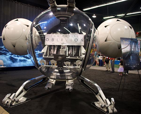 00969-20130330 WonderCon Anaheim-Dean Koontz+New Starship+Under the Dome stars+Masquerade Ball-1of2